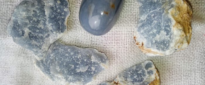 Le 5 pietre per dissipare lo stress e ritrovare la serenità interiore